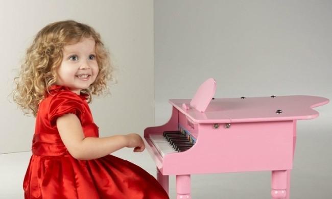 девочка у рояля2